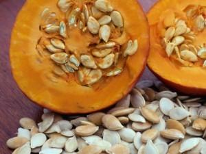 1138905sliced-pumpkin-with-pumpkin-seeds